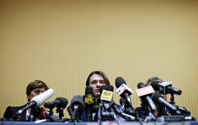 Raffaele Sollecito (C) looks on next to his lawyer Giulia Bongiorno (L) during a news conference in Rome March 30, 2015. Italy's top court on Friday annulled the conviction of American Amanda Knox for the 2007 murder of British student Meredith Kercher and, in a surprise verdict, acquitted her of the charge. The Court of Cassation threw out the second guilty verdict to have been passed on Knox, 27, and her Italian former boyfriend Raffaele Sollecito for the lethal stabbing. REUTERS/Max Rossi