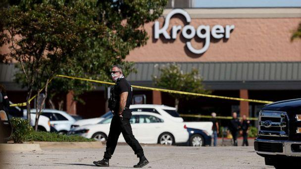 PHOTO: Police respond outside the Kroger on New Byhalia Road where a shooting took place in Collierville, Tenn., Sept. 23, 2021. (Joe Rondone / The Commercial Appeal via USA Today Network)