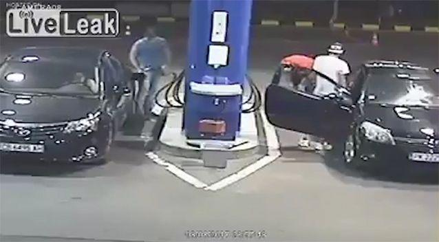 The employee picks up the fire extinguisher. Source: LiveLeak