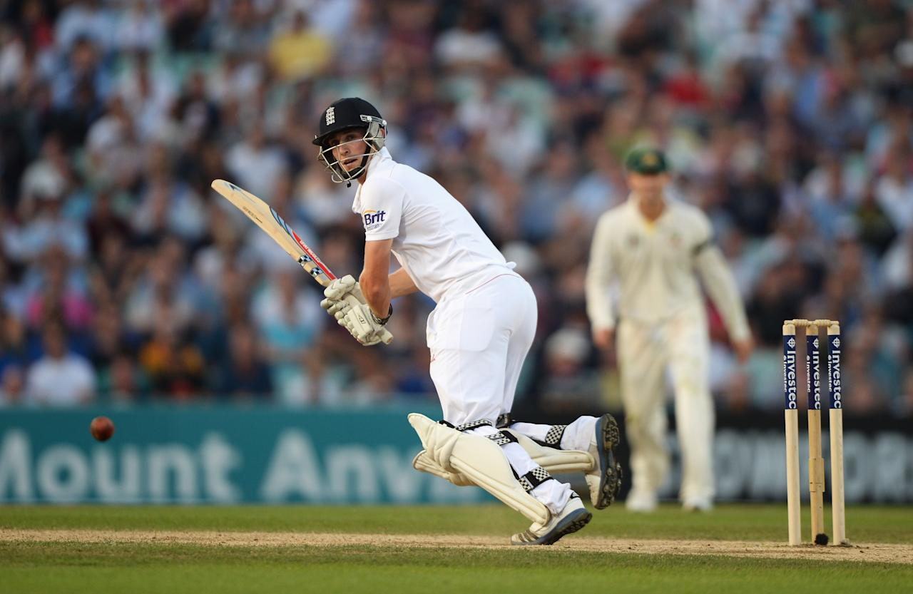 LONDON, ENGLAND - AUGUST 25: Chris Woakes of England hits out during day five of the 5th Investec Ashes Test match between England and Australia at the Kia Oval on August 25, 2013 in London, England. (Photo by Gareth Copley/Getty Images)