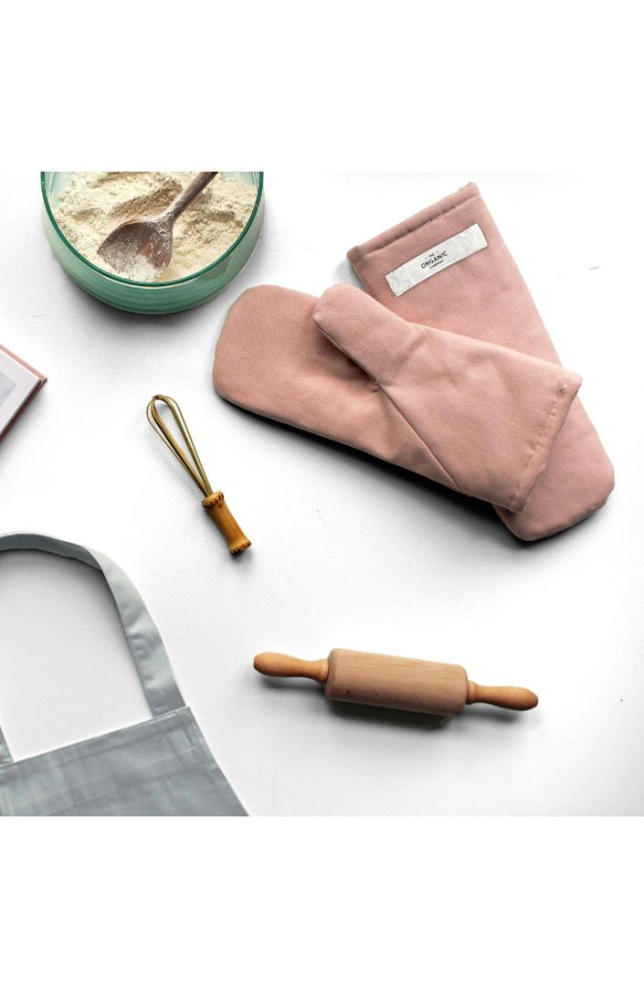 <p>Every cook needs these cute <span>Goodee x The Organic Company Organic Cotton Oven Mitts</span> ($45).</p>