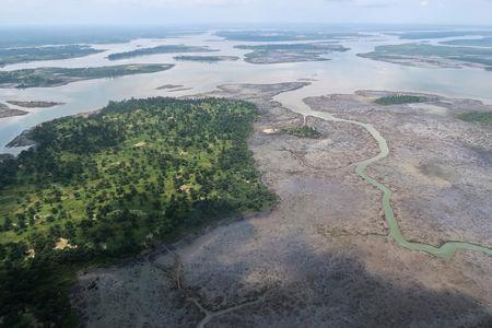 FILE PHOTO: An overview of the Niger Delta where signs of oil spills can be seen in the water in Port Harcourt, Nigeria, August 1, 2018. Picture taken August 1, 2018. REUTERS/Ron Bousso/File Photo