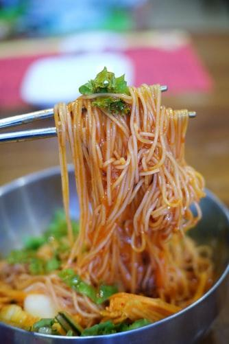 We know you're craving the flavors of your favorite restaurants and these noodles are a step towards satiating that craving! Recipe: To prepare the noodles, you'll need some plain Hakka noodles (boiled), ½ cup of carrots chopped, ½ cup of onions sliced long, some celery, some spring onions, garlic - ginger paste and some chili garlic paste. To prepare the noodles start by adding 2-3 tablespoons of oil into the pan and heating. Once the oil starts heating, add in the ginger-garlic paste and let cook. Once it starts coloring, add in the onions and let them cook till they start browning. Add in the carrots, beans (optional), salt and chili garlic paste and mix well. Once they are cooked a little, add in the boiled noodles and mix well. In case you want to increase the flavor strength, add in more chili-garlic sauce at this point or use a chili sauce (schezwan/green/red). Cook for 3-5 minutes on moderate flame. Cover the lid and cook for 2-3 minutes on low flame. Once cooked, you can garnish the noodles with some celery, spring onions and green chilies (optional). Serve hot and enjoy!