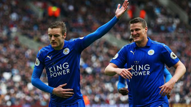 Leicester City withstood significant late pressure to beat West Ham 3-2 and continue Craig Shakespeare's perfect start as manager.