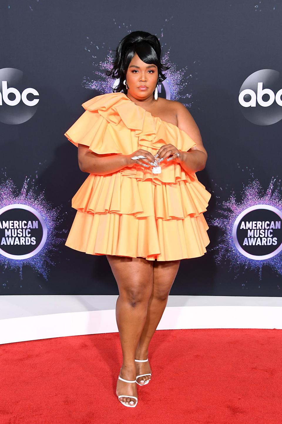 """<h1 class=""""title"""">Lizzo in Valentino, Stuart Weitzman shoes, and Lorraine Schwartz jewelry</h1><cite class=""""credit"""">Photo: Getty Images</cite>"""