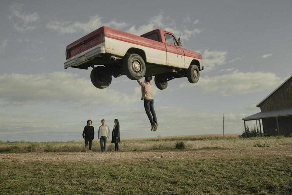 Clark (Tyler Hoechlin) lifts a truck in Superman & Lois. (PHOTO: Warner TV)