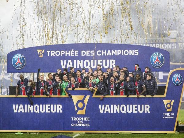 PSG lifted the trophy on Thursday after beating Marseille. (Photo/ PSG Twitter)