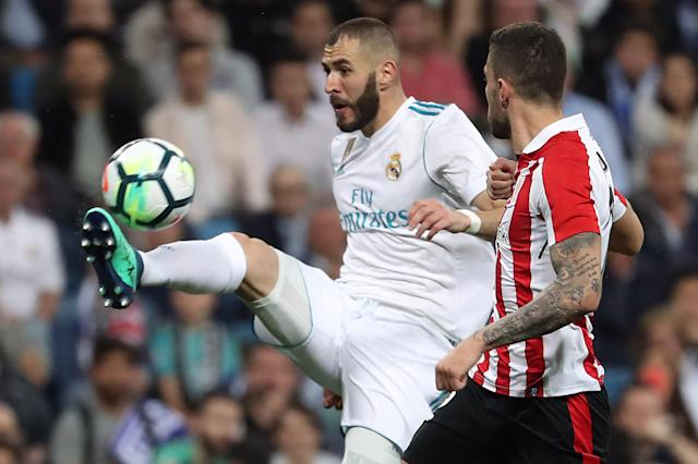 Soccer Football - La Liga Santander - Real Madrid vs Athletic Bilbao - Santiago Bernabeu, Madrid, Spain - April 18, 2018 Real Madrid's Karim Benzema in action with Athletic Bilbao's Unai Nunez REUTERS/Susana Vera