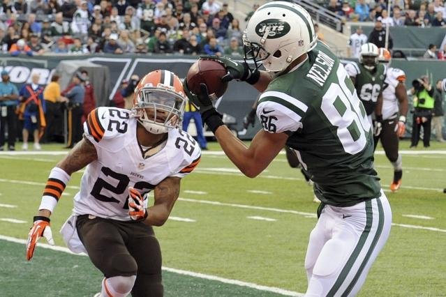 New York Jets wide receiver David Nelson (86) catches a pass in front of Cleveland Browns' Buster Skrine (22) during the second half of an NFL football game on Sunday, Dec. 22, 2013, in East Rutherford, N.J. (AP Photo/Bill Kostroun)