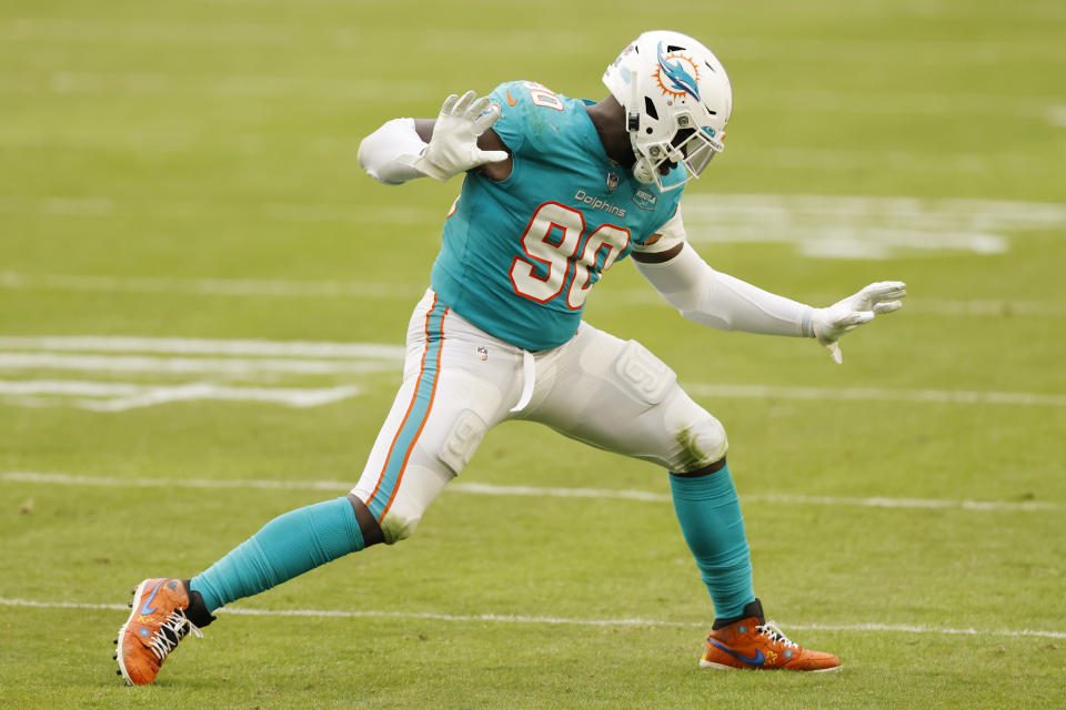 MIAMI GARDENS, FLORIDA - DECEMBER 06: Shaq Lawson #90 of the Miami Dolphins celebrates after a sack against the Cincinnati Bengals at Hard Rock Stadium on December 06, 2020 in Miami Gardens, Florida. (Photo by Michael Reaves/Getty Images)