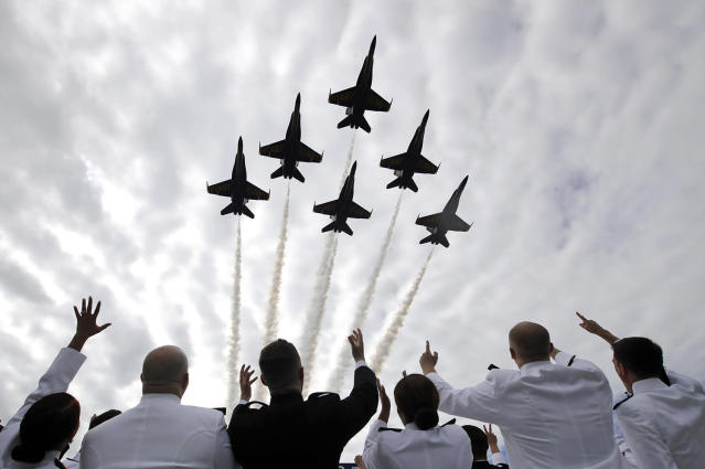 <p>U.S. Navy Blue Angels perform a flyover above graduating U.S. Naval Academy midshipmen during the academy's graduation and commissioning ceremony in Annapolis, Md., May 26, 2017. (Photo: Patrick Semansky/AP) </p>