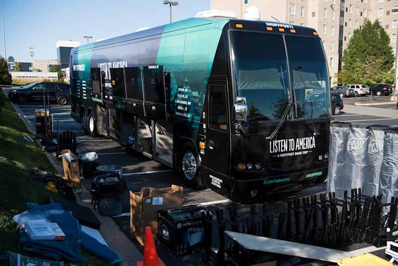 HuffPost and Peak XV Global Events complete preparations forthe bus tour.