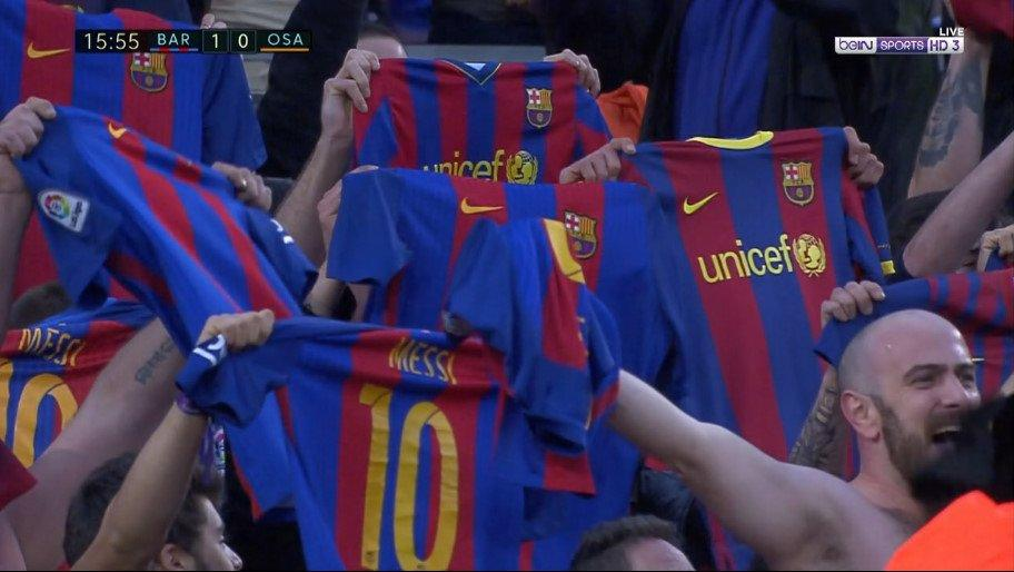 BODY ONLY Barcelona fans Messi
