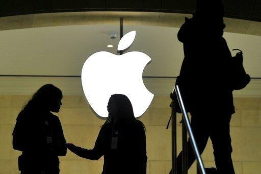 Greenlight sues Apple, with eye on cash pile