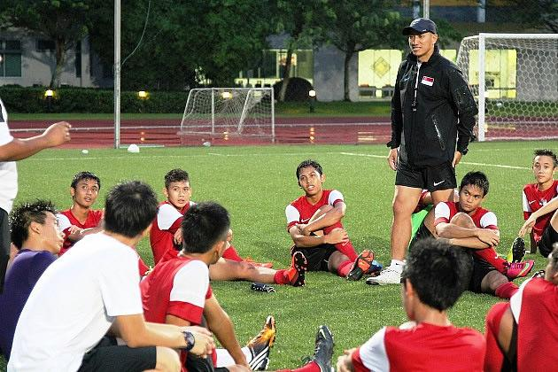 Coach Robin Chitrakar rallies his troops for the impending Lion City Cup. (Photo: 25th Canon Lion City Cup)