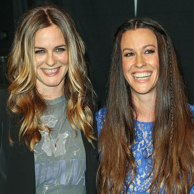 Alicia Silverstone and Alanis Morissette look unrecognizable in this photo from 1995