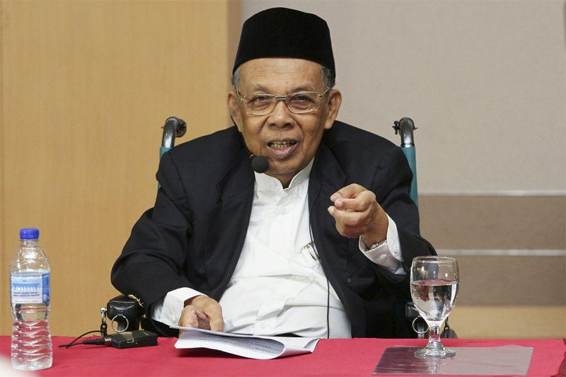 Former Chief Justice of Malaysia Tun Abdul Hamid Mohamad questioned Thomas' integrity and calibre as an AG, saying it was impossible the latter did not play a role in Lim's acquittal despite withdrawing as public prosecutor in the case. — Picture by Yusof Mat Isa