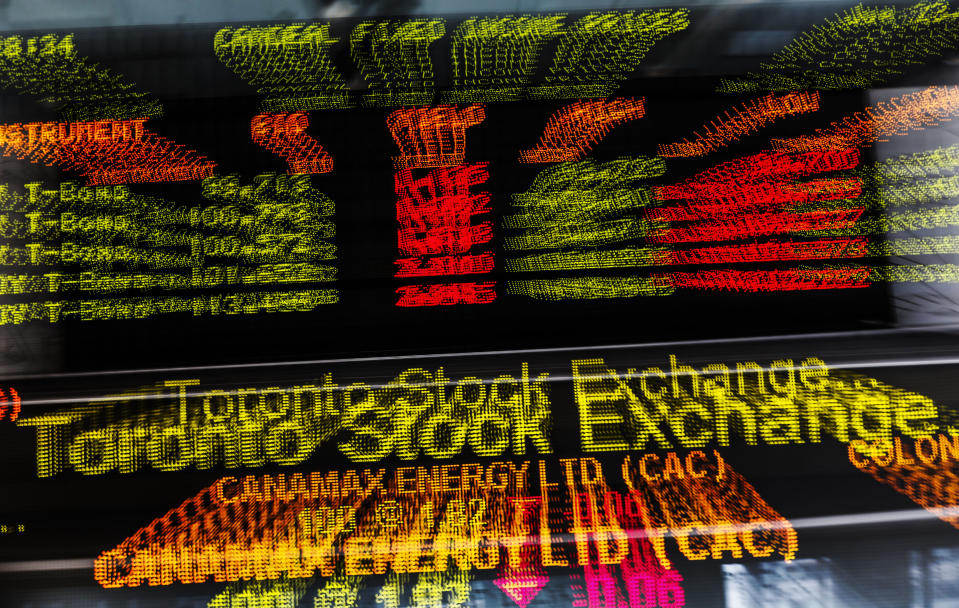 A sign board displaying Toronto Stock Exchange (TSX) stock information is seen in Toronto June 23, 2014. Canada's main stock index was little changed on Monday as weakness in financial and energy shares offset gains in the materials sector.   REUTERS/Mark Blinch (CANADA - Tags: BUSINESS)
