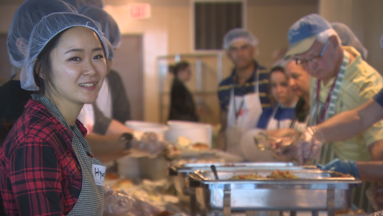 Siloam Mission serves up Easter dinner for Winnipeg's less fortunate