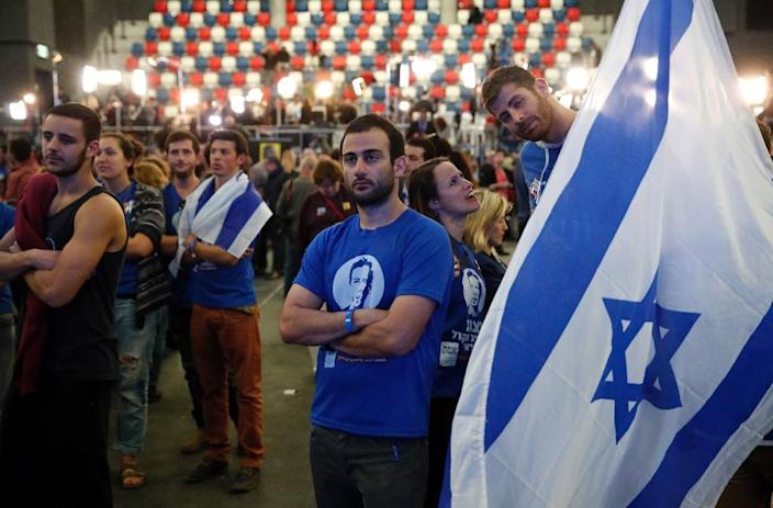 Israeli supporters of the centre-left Zionist Union party react to exit poll figures outside the party's headquarters as they wait for the announcement of the first official results of Israel's parliamentary elections on March 17, 2015 (AFP Photo/Thomas Coex)