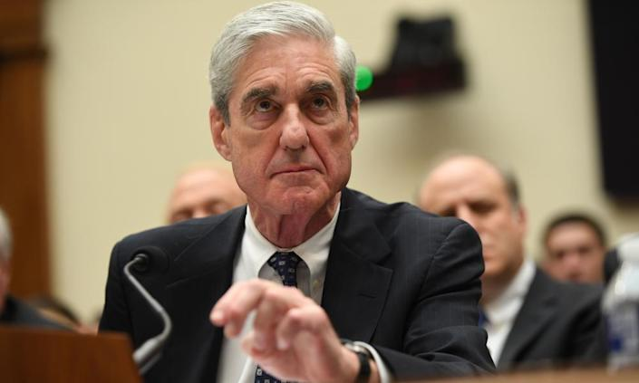 "<span class ="" element-image__caption"">罗伯特·穆勒(Robert Mueller)于2019年7月在国会作证。</ span> <span class ="" element-image__credit"">照片:Saul Loeb / AFP / Getty Images </ span>"