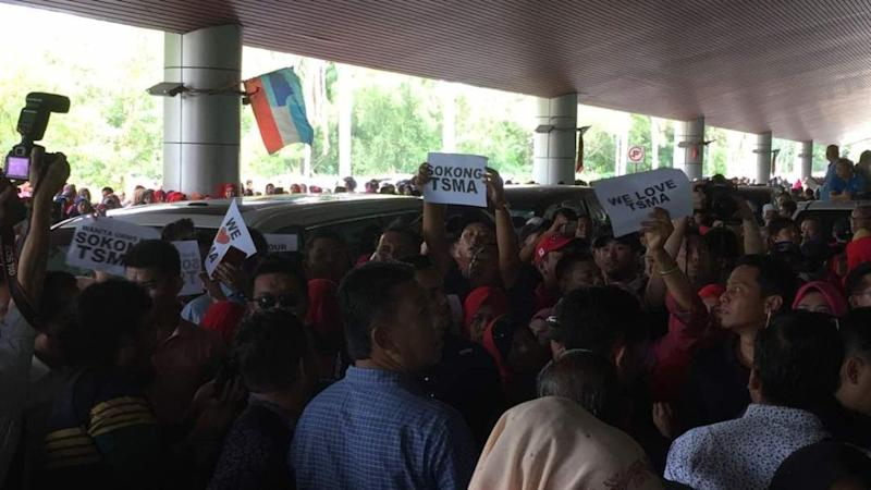 Supporters of former Sabah chief minister Tan Sri Musa Aman hold up placards saying 'We love TSMA' and 'Support TSMA' in Malay while waiting for his arrival in Kota Kinabalu September 5, 2018. ― Picture by Julia Chan