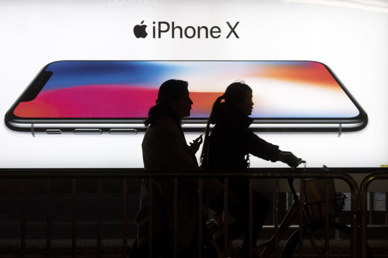 Poor iPhone X sales put Apple stock in freefall