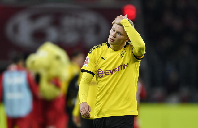 Dortmund's Erling Haaland reacts disappointed after losing the German Bundesliga soccer match between Bayer Leverkusen and Borussia Dortmund in Leverkusen, Germany, Saturday, Feb. 8, 2020. Leverkusen defeated Dortmund with 4-3. (AP Photo/Martin Meissner)