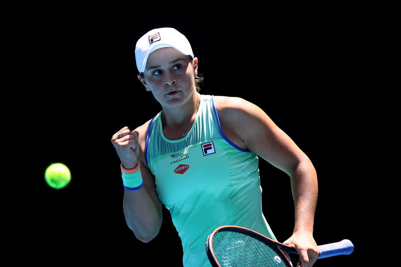 Beer-drinking Barty to stay world number one