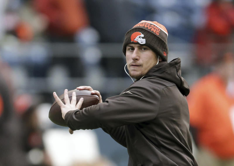 Former Cleveland Browns quarterback Johnny Manziel threw at the University of San Diego's pro day. (AP)