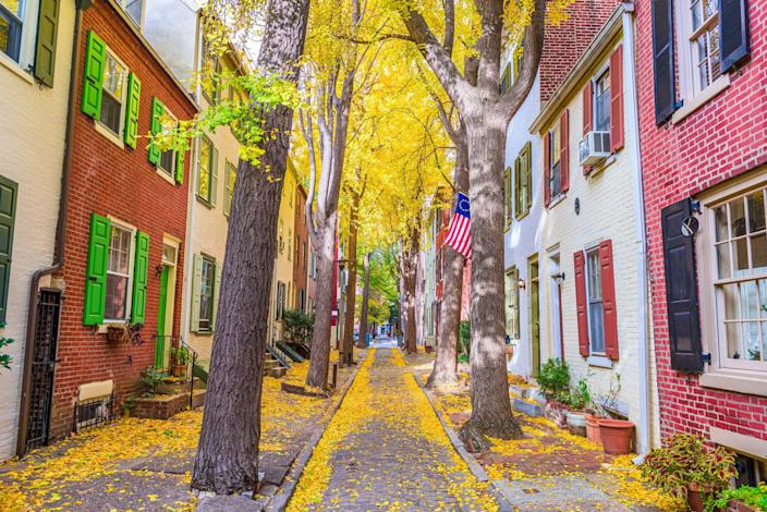 <p>The United States is considered a fairly young country, but of course there are plenty of historical towns and cities that have been around for a very, very long time. By looking at the year each towns were founded by settlers, we can see figure out the oldest towns in each state. </p><p>Of course, it's important to remember that before European settlers arrived on the land that is now known as America, Native Americans lived here and called these places their own. The sad fact is that we may never know the true first settlers of some of these places or the real oldest towns across the country. </p><p>Here's what we do know according to America's documented history. These cities have been around for many years, and they're full of charm, history, and interesting spots to visit. </p>
