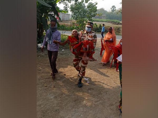ITBP jawan carring an elderly voter to a polling booth in Muzaffarpur on Saturday. (Photo/ANI)