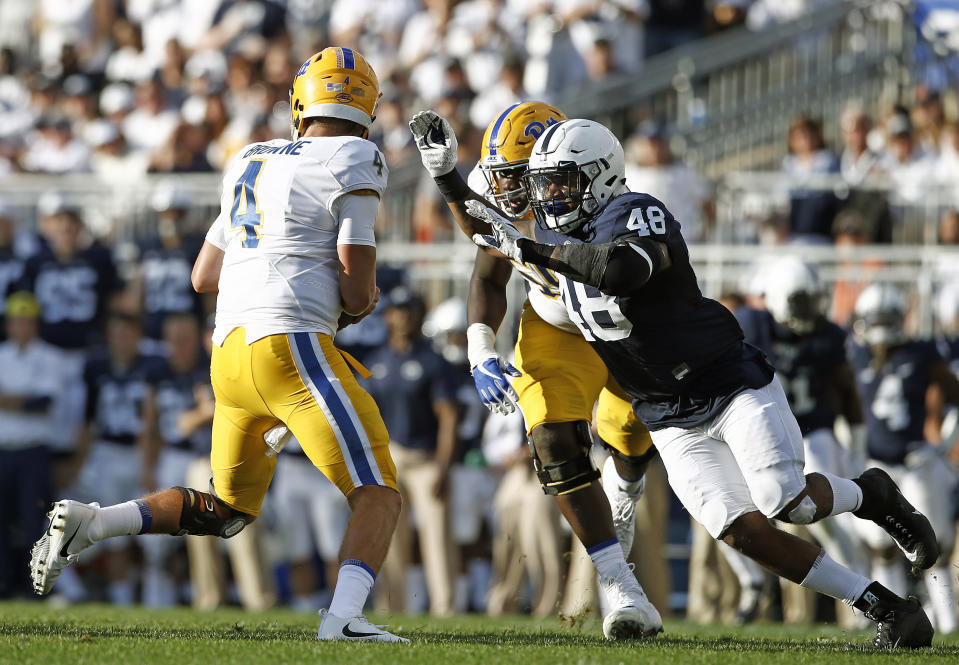 Shareef Miller (R) led Penn State with 11.5 tackles for loss and 5.5 sacks in 2017. (AP Photo)