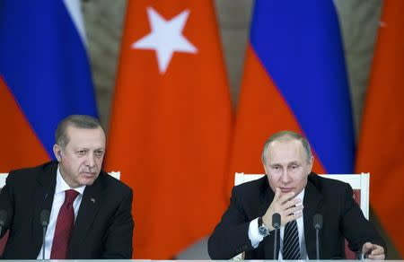 Russian President Vladimir Putin (R) and his Turkish counterpart Tayyip Erdogan attend a news conference after the talks at the Kremlin in Moscow, Russia, March 10, 2017. REUTERS/Alexander Zemlianichenko/Pool