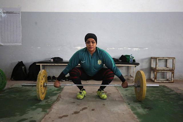 <p>Huda Salem, a 20-year-old member of the Iraqi national weightlifting team, trains at a gym in Baghdad on February 22, 2018. (Photo: Ahmad al-Rubaye/AFP/Getty Images) </p>