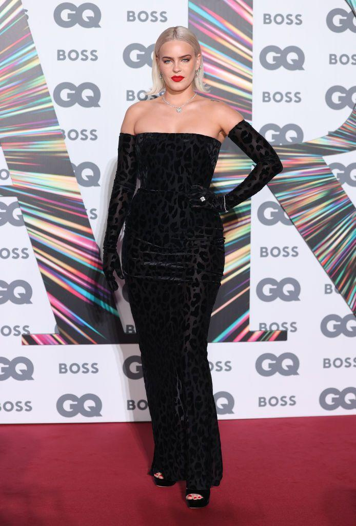 <p>The singer paired with Sabrina Elba in Alex Perry. </p>