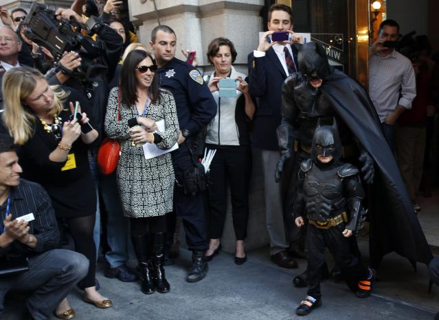 """Five-year-old leukemia survivor Miles dressed as """"Batkid"""" and a man dressed as Batman leave a bank after they apprehended the """"Riddler"""" as part of a day arranged by the Make-A-Wish Foundation in San Francisco, California November 15, 2013. The young cancer survivor will be treated to various super hero scenarios including receiving a commendation at San Francisco City Hall. REUTERS/Stephen Lam (UNITED STATES - Tags: SOCIETY)"""