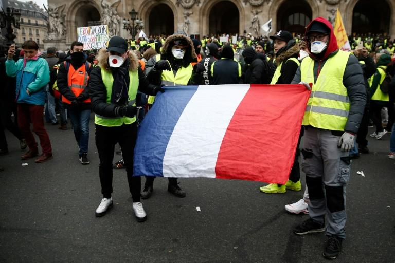 Italy's populist leaders have voiced their support for France's 'yellow vest' movement against Macron