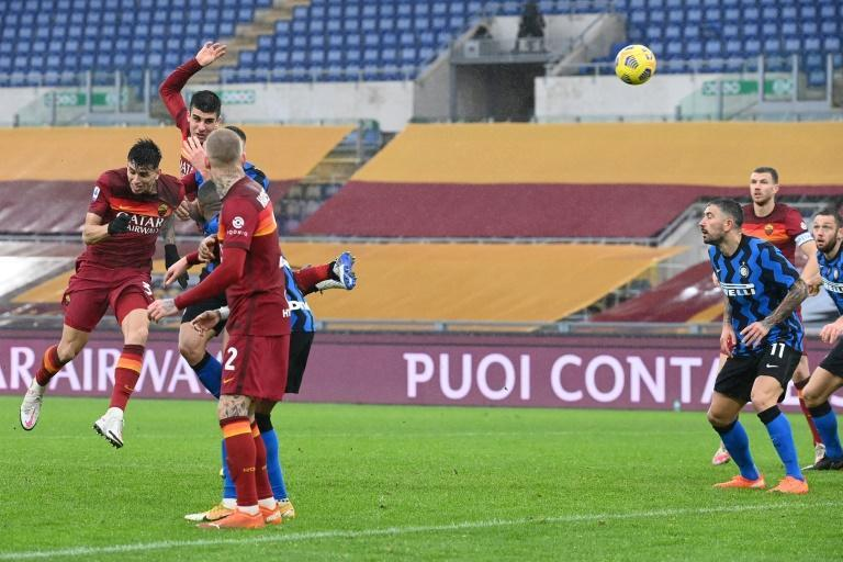 Roma defender Gianluca Mancini (Top L) headed in a late equaliser against Inter Milan.