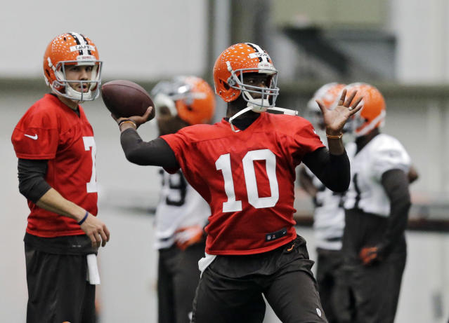 Cleveland Browns quarterback Vince Young (10) passes during a voluntary minicamp workout at the NFL football team's facility in Berea, Ohio Tuesday, April 29, 2014. (AP Photo/Mark Duncan)