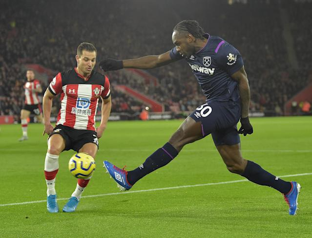 Michail Antonio of West Ham United in action with Cedric Soares of Southampton. (Credit: Getty Images)