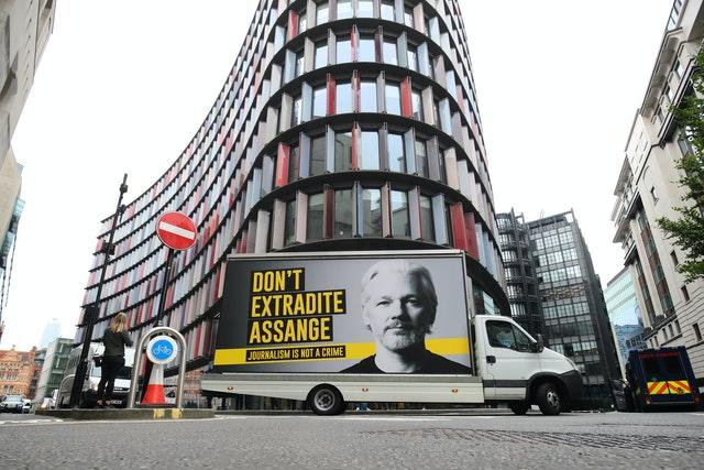"""A mobile advertising board with a """"Don't Extradite Assange"""" message outside the Old Bailey, London (Aaron Chown/PA)"""
