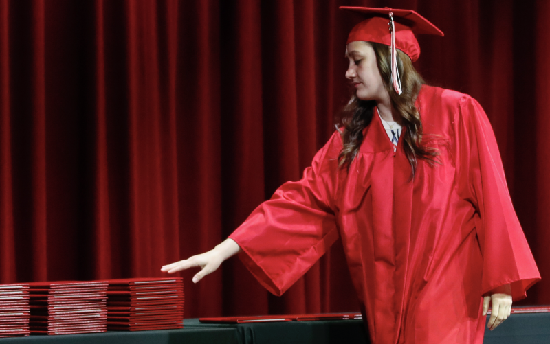 A student picks up her diploma during a graduation ceremony on May 6, 2020 in Bradley, Illinois. (Photo: KAMIL KRZACZYNSKI / AFP)