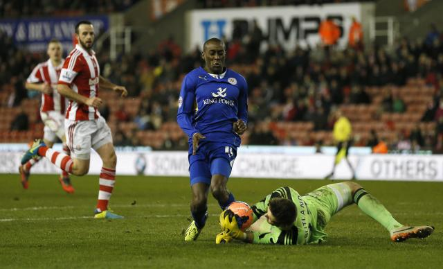 Leicester City's Lloyd Dyer (L) challenges Stoke City's Jack Butland during their FA Cup third round soccer match at the Britannia stadium in Stoke-on-Trent, central England January 4, 2014. REUTERS/Stefan Wermuth (BRITAIN - Tags: SPORT SOCCER)