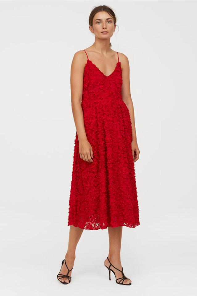 "<p>Some holiday events skew on the fancy side with a cocktail dress code in effect. If you're not keen on spending too much, H&M is always a reliable source for finding festive semi-formal dresses at reasonable prices.<br /><strong><a rel=""nofollow"" href=""https://www2.hm.com/en_ca/productpage.0707075002.html"">OUR PICK: H&M Dress with Appliqués, $119</a></strong> </p>"