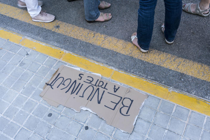 <p>Spain welcomes the refugees rescued by the Aquarius. (Photo: José Colón for Yahoo News) </p>
