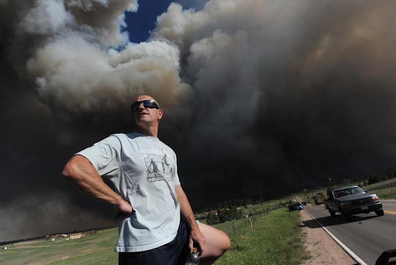 Colorado wildfire forces prison evacuation