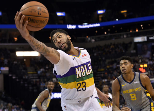 "The <a class=""link rapid-noclick-resp"" href=""/nba/teams/new-orleans/"" data-ylk=""slk:New Orleans Pelicans"">New Orleans Pelicans</a> are playing <a class=""link rapid-noclick-resp"" href=""/nba/players/5007/"" data-ylk=""slk:Anthony Davis"">Anthony Davis</a> despite the downside of an injury risk. (Getty)"