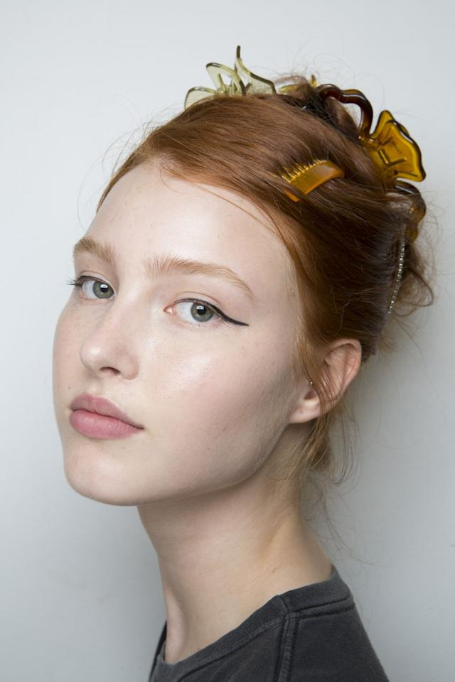 <p>More tortoiseshell clips is more.</p>