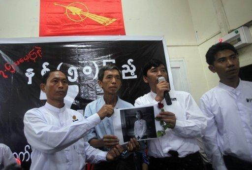 Generation '88 student leaders Ko Ko Gyi (L) and Min Ko Naing (2nd R ) speak to the media in Yangon